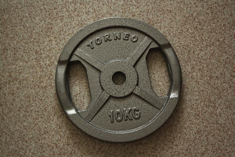 Диск для штанги Torneo 10 кг на диаметр 30 мм